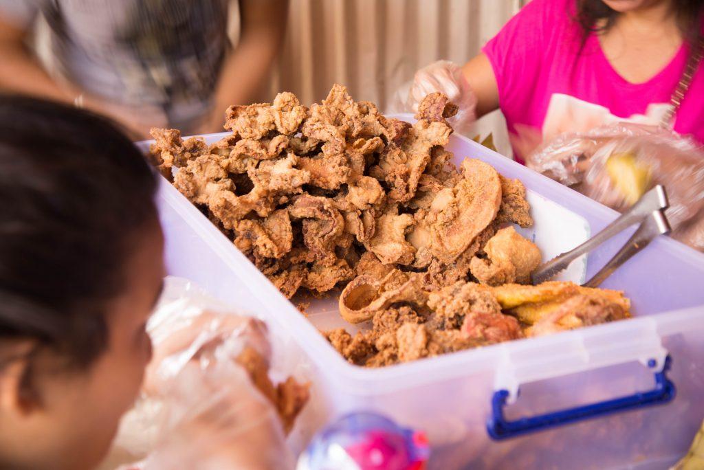 Món gà rán đặc trưng không thể không ăn khi đến Cebu - Gà rán Pungko pungko | Du lịch Cebu