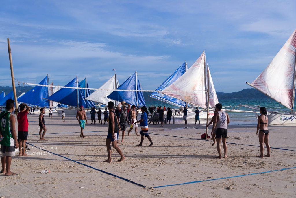 Bóng chuyền bãi biển - Kinh nghiệm du lịch Boracay của Đức Đen