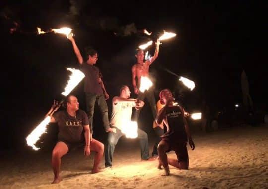 Nghệ thuật múa lửa bên bờ biển Langkawi