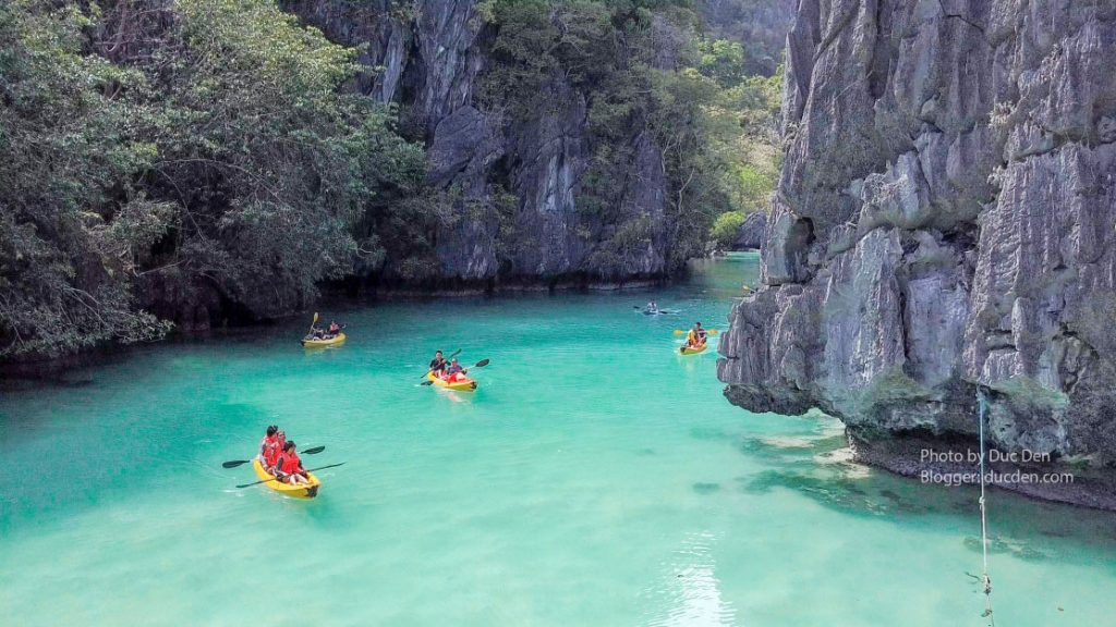 Bên trong Small Lagoon - Nước khá sâu nên thuê Kayak hơn là bơi dễ đuối sức