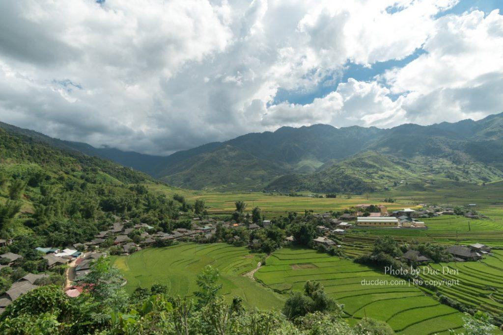 Bản Thái cạnh Tú Lệ kia nè - dân Thái có thói quen là sinh sống gần sông suối