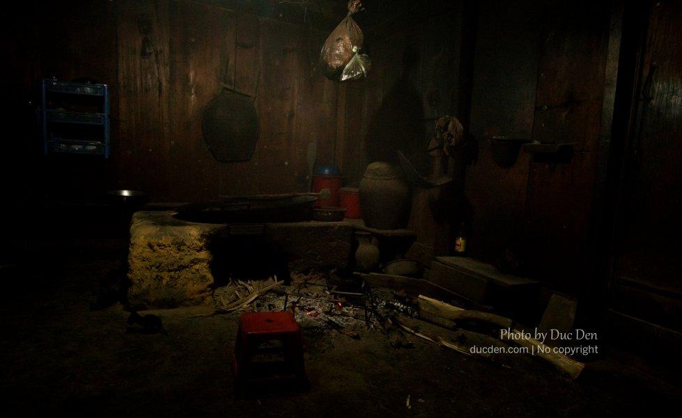 Một góc bếp của người Mông