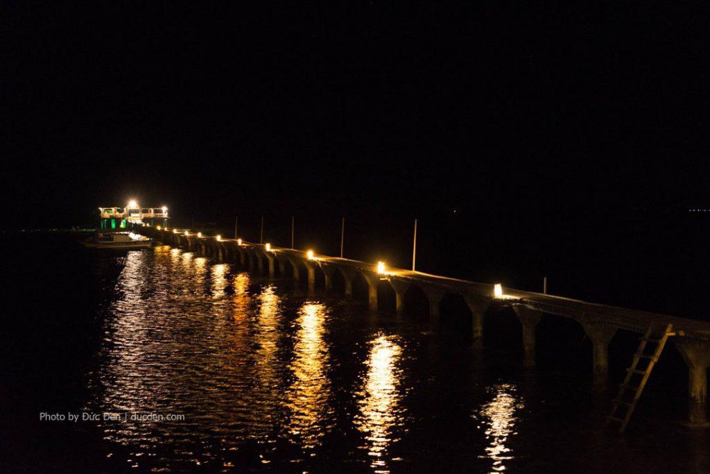 Cầu càng Nanusuan buổi tối, ở đây tối chẳng có gì chơi đâu. Yên tĩnh sướng lắm