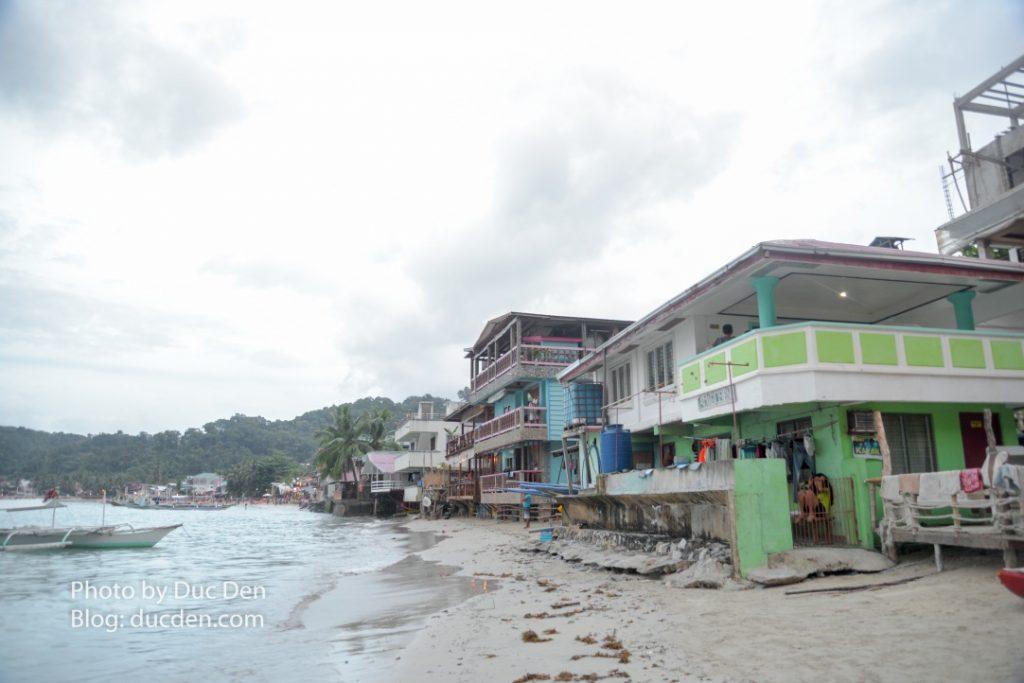 Chếch sang một chút để thấy là bờ biển của thị trấn cũng không quá dài | Du lịch El Nido tự túc từ A - Z
