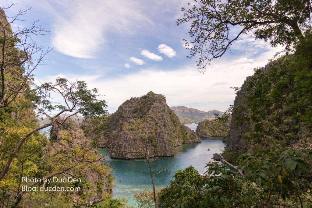 Để vào được hồ Kayangan thì anh em phải đi bộ leo một đoạn núi khá cao và mệt