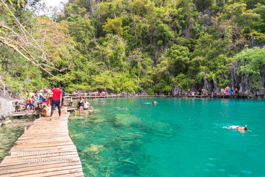Lối vào hồ Kayangan - Hồ này nổi tiếng hơn nên lúc nào cũng đông