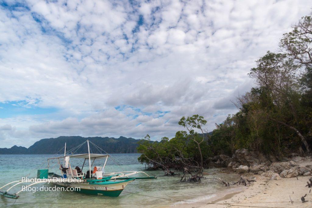 CYC Beach - Một bãi biển đẹp trong island hopping. Tiếc là lúc này trời đã hết nắng nên biển không rực xanh nhìn không phê