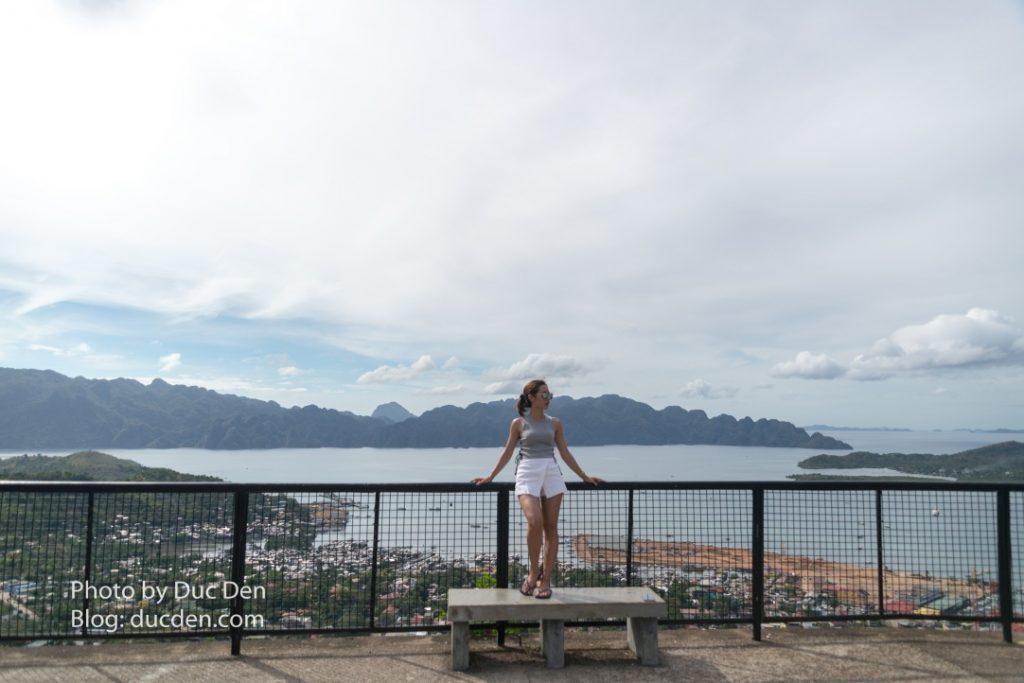 Leo lên đến đỉnh núi Tapyas sẽ là không gian để nhìn toàn cảnh thị trấn Coron bên dưới | Kinh nghiệm du lịch Coron từ A - Z tự túc