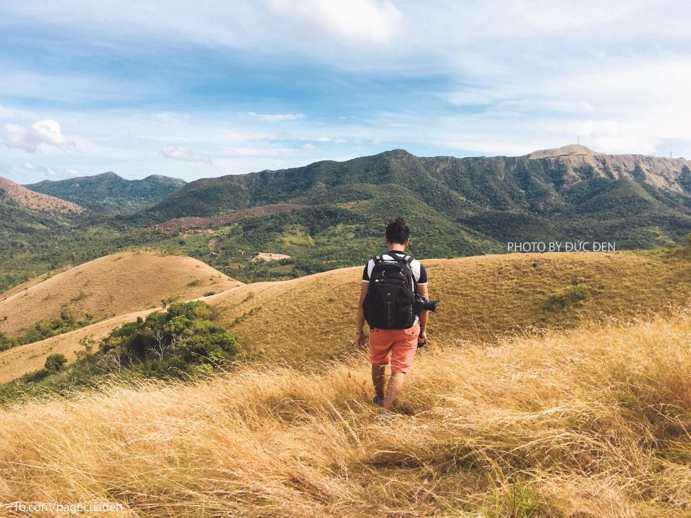 Tôi thấy cỏ vàng trên đồi xanh ở đỉnh Mt. Tapyas - Kinh nghiệm du lịch đảo Coron
