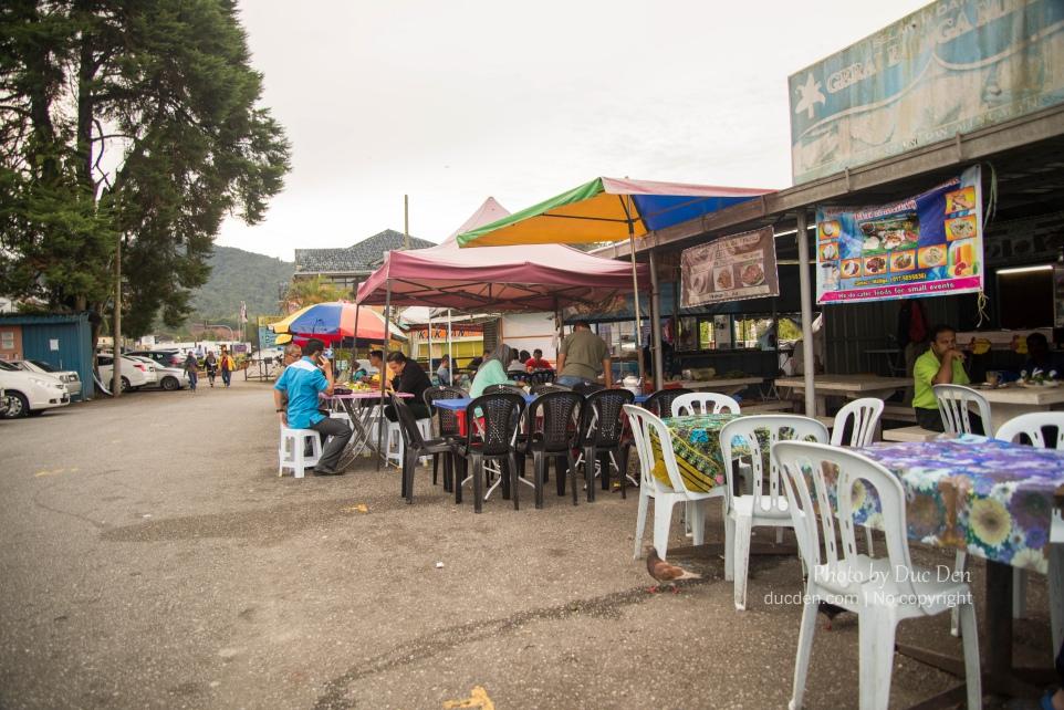 Sáng ra đi ra khu ăn sáng như người bản xứ. Có xôi, bún (gọi tạm thế) - Đây là Tanah Rata nhé, chứ Bringchan sáng đi tìm mói mắt chả thấy chỗ nào ăn đâu