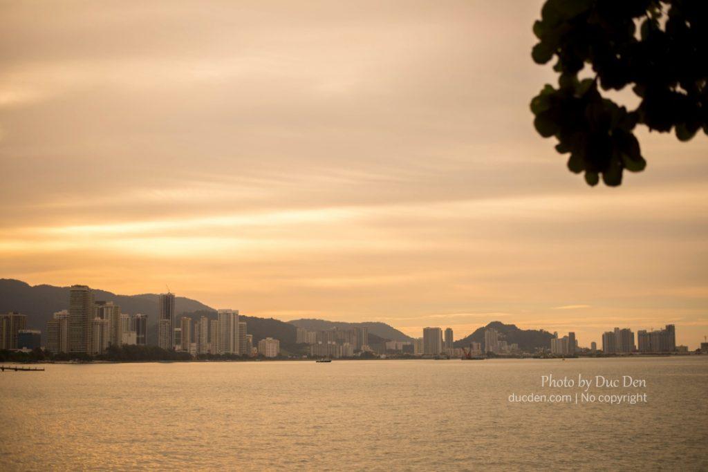 Một góc khác của Penang - Hiện đại với những tòa nhà chưa chọc đến trời