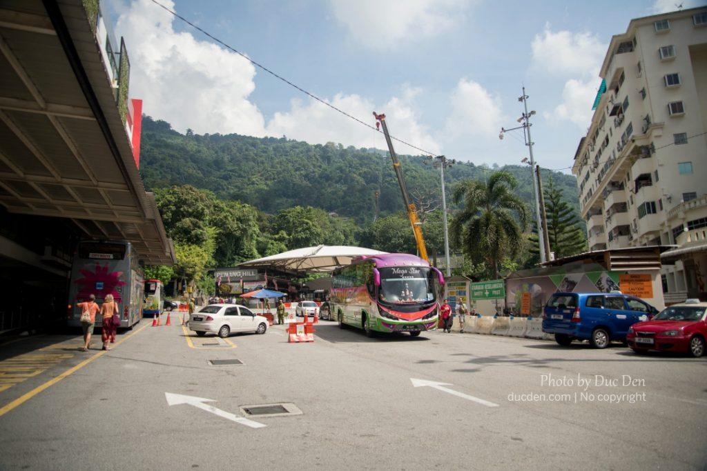 Chân núi - nơi đi xe điện lên Penang Hill