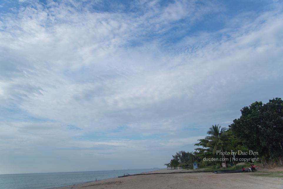 Tanjung Rhu Beach vắng vẻ và phần đẹp nhất là đất của resort nên không được vào