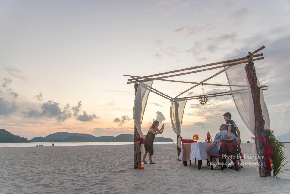 Bữa tối lãng mạn bên bờ biển Cenang, Langkawi