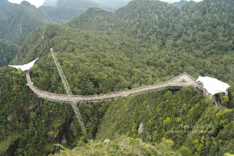 Langkawi Sky Bridge nhìn như một con cá mix với rắn nhỉ