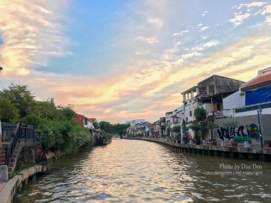 Dòng sông cắt ngang Malacca, các điểm ngắm cảnh chủ yếu ở 2 bờ con sông này