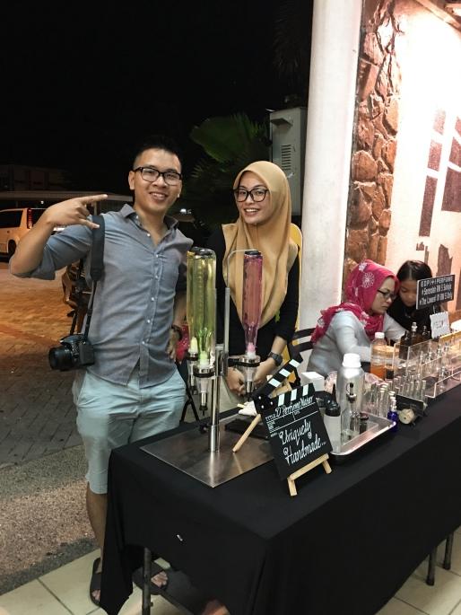 Malaysia Girl đòi xin chụp một kiểu ảnh với anh Việt Balo