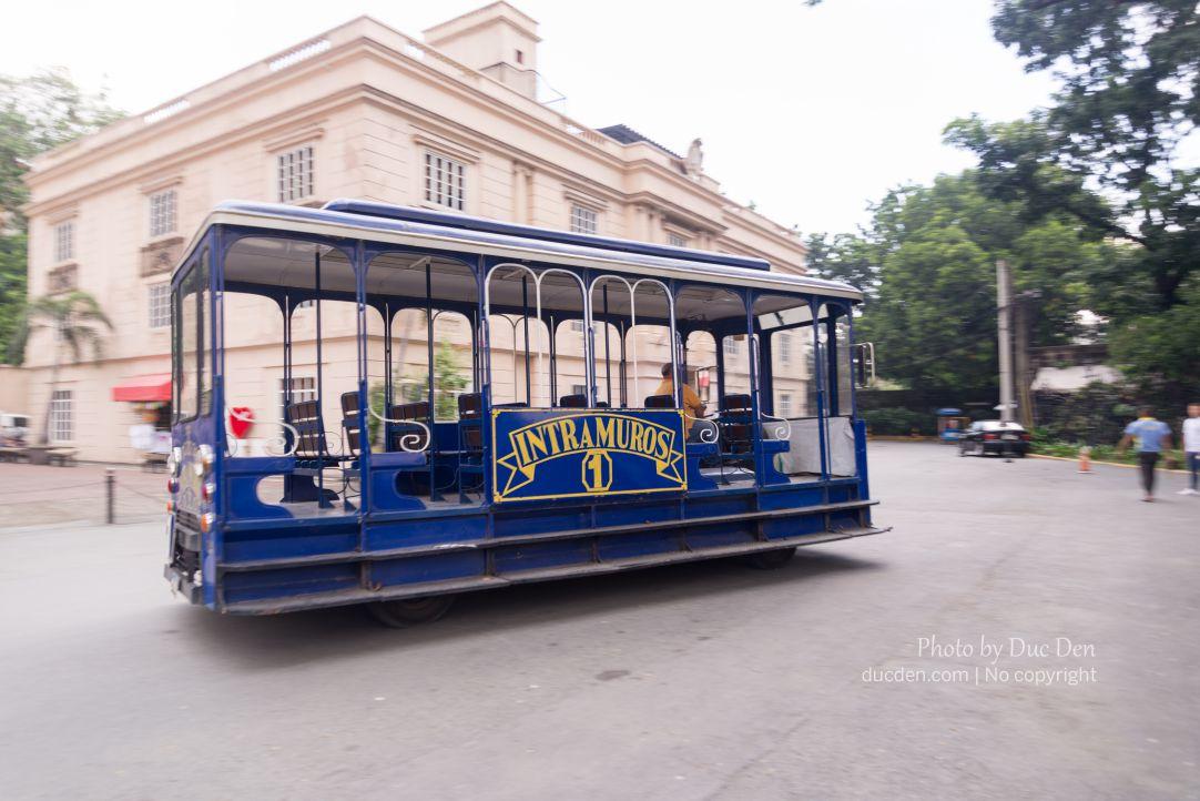 Xe bus đi Intramuros