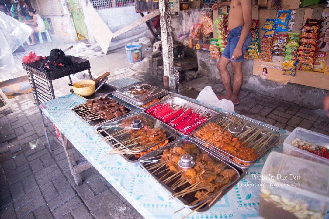 Streetfood của Philippines thường có mấy món kiểu này: Thịt nướng, lòng nướng, xúc xích,...