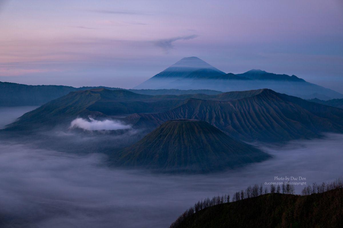 Mặt trời bắt đầu lên, mắt thường bắt đầu dần thấy núi Bromo