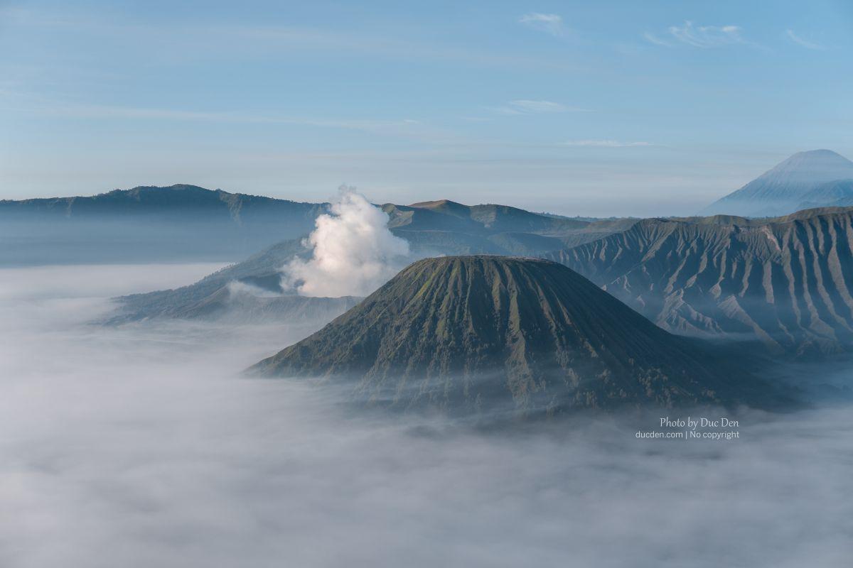Từ góc này có thể thấy núi lửa gần hơn