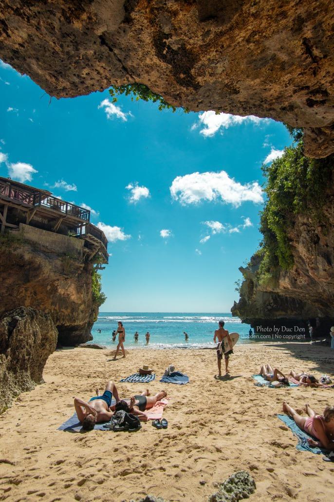 Bãi Suluban chuyên dành cho dân lướt sóng chuyên nghiệp - Coi chừng mấy con khỉ ở đây trộm đồ nha