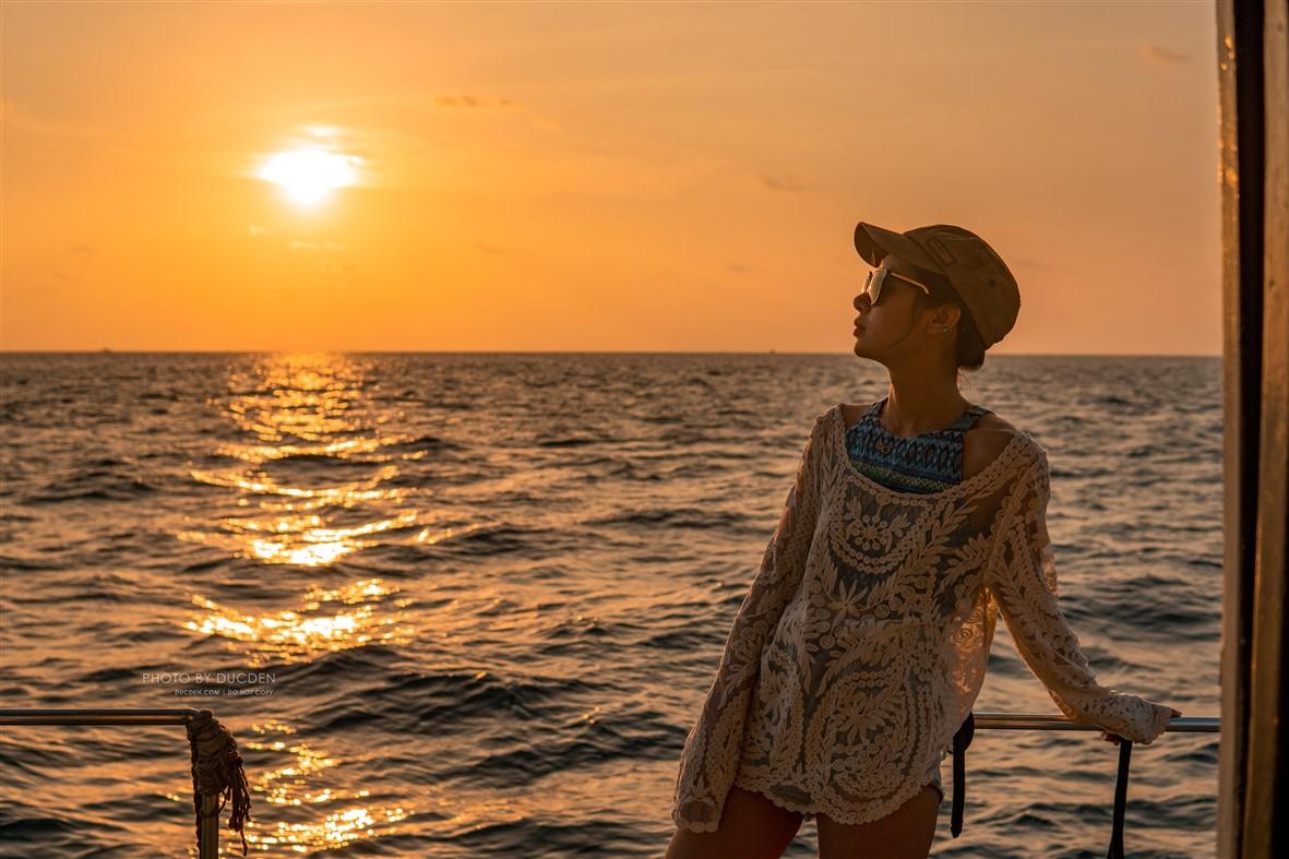 Hoàng hôn trên tàu đi câu cá đêm - Maldives