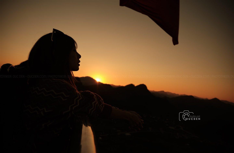 Em thích ngắm bầu trời xanh chuyển đỏ, vậy thì lên Lũng Cú rồi mình cùng chill ^^